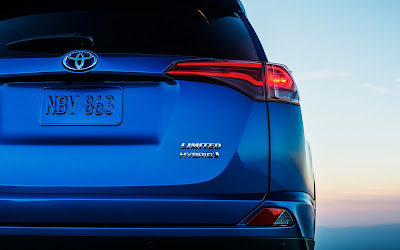 2017 Toyota RAV4 Hybrid rear look HD Photos