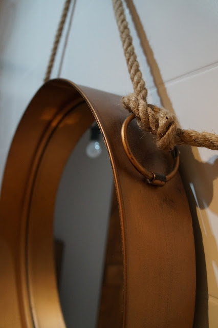 lustro na sznurku, miedziane lustro, okrągłe lustro