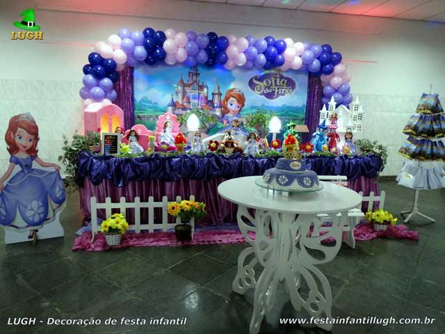 Decoração para mesa de aniversário com o tema Princesa Sofia, mesa temática tradicional luxo de tecido de pano - Festa feminina - Barra-RJ