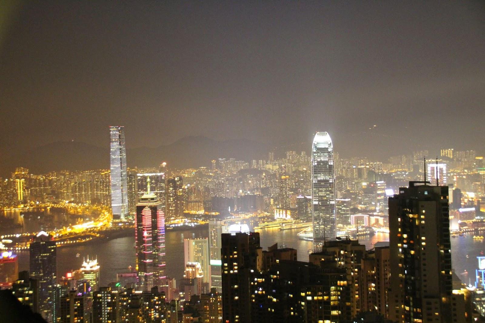 ~*藍羊羊の玩樂日記*~: [ 香港 ] 香港必看景點之一~太平山山頂的百萬夜景