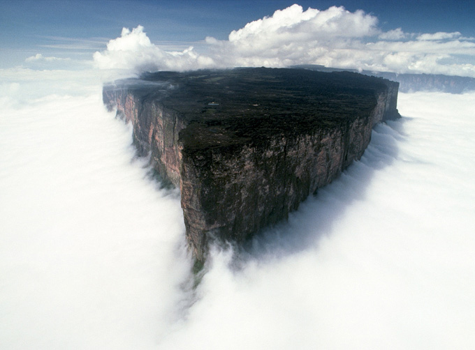 https://3.bp.blogspot.com/-QG3birq9cqQ/ULu8Rqt_p8I/AAAAAAAAMTA/gR3Sunrp9gw/s1600/Mount_Roraima_Venezuela.jpg