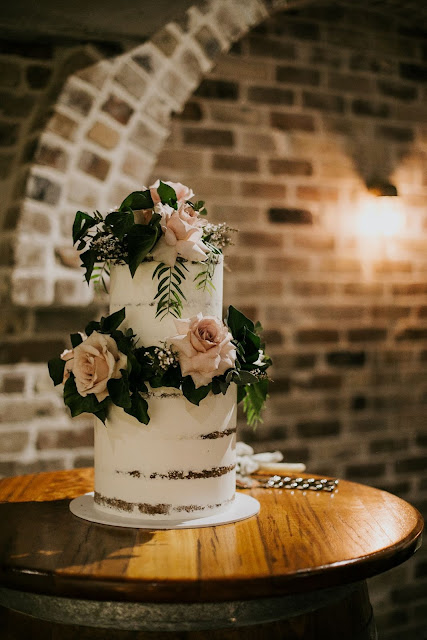 sunshine coast wedding cake designer amy higg photography cake desserts