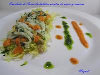 Ensalada de escarola, habitas, virutas de sepia y salsa romesco
