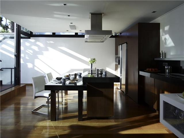 Picture of modern kitchen with small dinning table