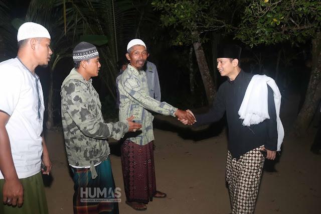Dari lokasi  Shalat Tarawih di Munjungan, Plt. Bupati Trenggalek, Moch. Nur Arifin beranjak menuju Dusun Kempong Desa Ngulung Wetan, Kecamatan Munjungan.