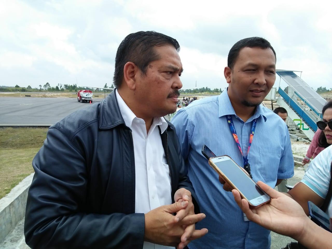 Anggota DPD RI Parlindungan Purba didampingi EGM Bandara Internasional Silangit M. Hendra Irawan saat meninjau infrastruktur Bandara sebelum terbang ke Jakarta.