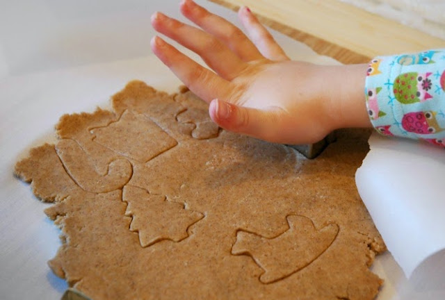 Gingerbread Graham Crackers- healthy Christmas snack for kids