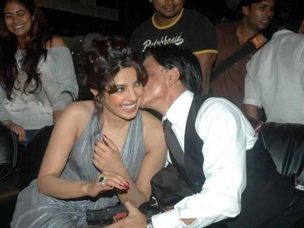 Shah Rukh Khan and Priyanka Chopra Spotted Kissing in public