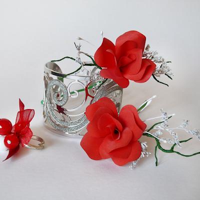 Tocado flores de papel rojas