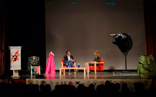 conferencia-aniversario-suerte-y-al-toro-illescas-16022016. IMAGEN Debora Pedraza y Antonio Catalán