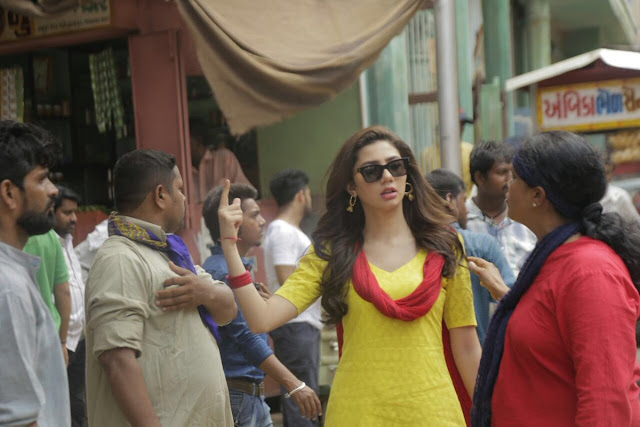 Mahira Khan celebrates Raees success by sharing with memorable pics