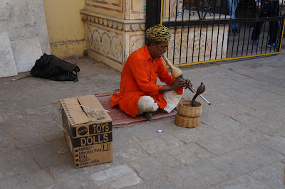 Pemain ular di Gerbang masuk city palace, Jaipur