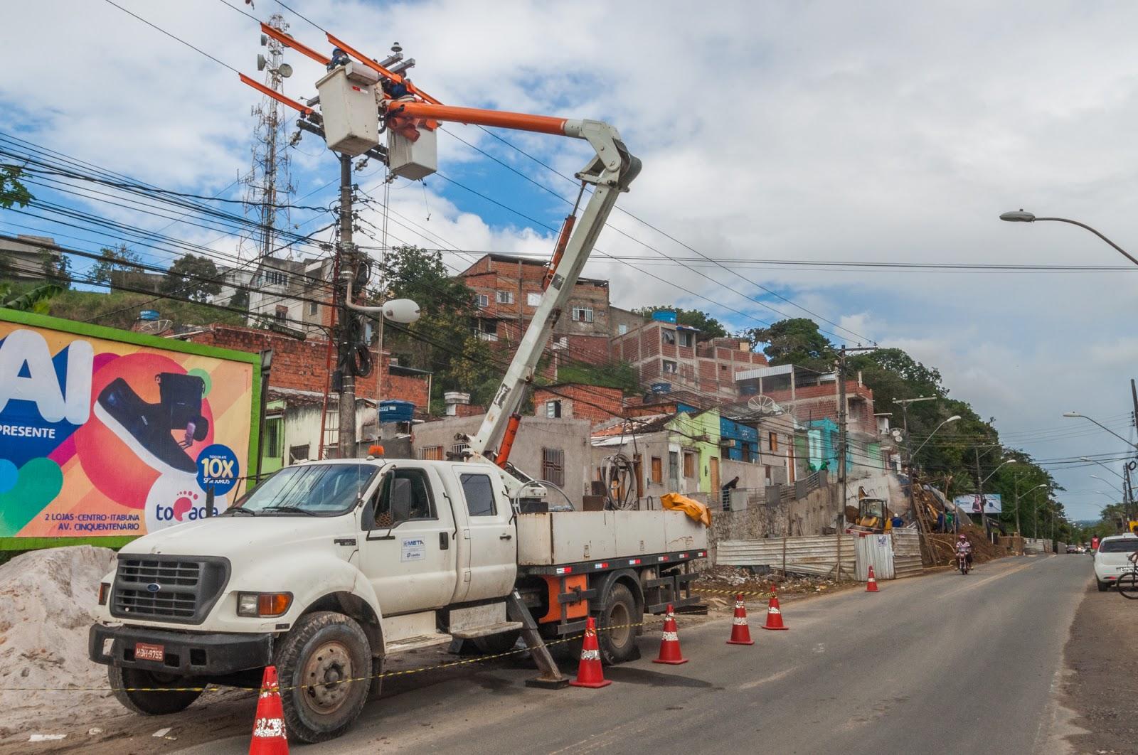 ebe77f5ce5db3 Foram trocados 226 metros de fios condutores antigos para geração de  energia nas residências e na área externa. A troca do material irá garantir  maior ...
