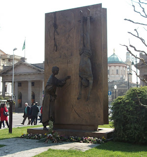 Photo of Bergamo monument