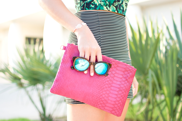 Bright summer outfit details - Mirrored Sunglasses