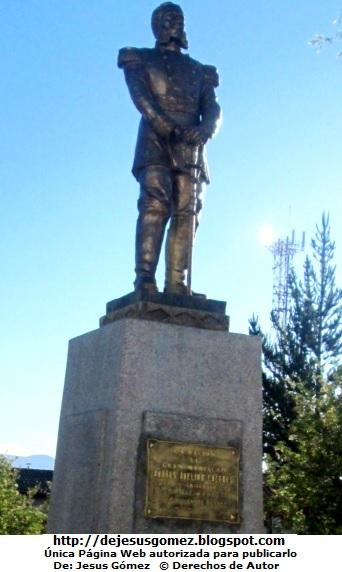 Foto a la estatua de Andrés Avelino Cáceres por Jesus Gómez