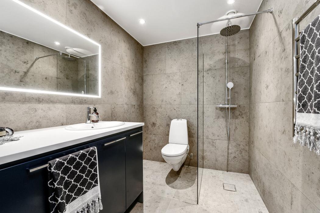 baño apartamento decoracion blanco y negro