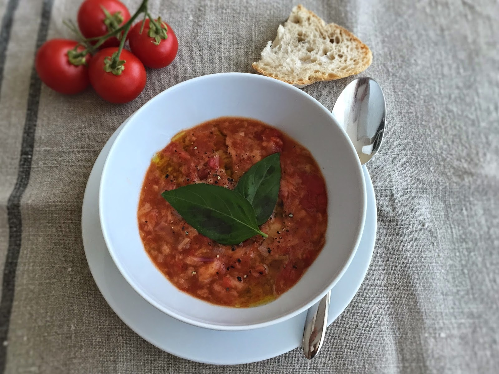 Pappa al pomodoro (Tuscan tomato and bread soup)