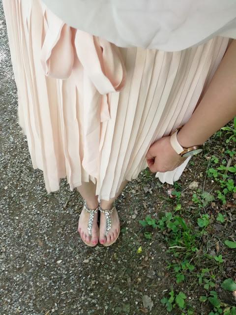 Sommer Sandalen und lockeres Kleid