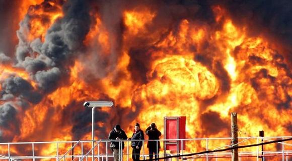Kilang Minyak Di Haifa, Israel Dilanda Kebakaran Besar