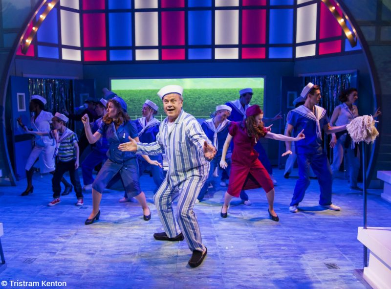 The basic theatre review review big fish for Big fish characters
