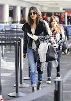 Priyanka Chopra Spotted in New York Stunning Beauty Queen Nov 2017 ~  Exclusive Galleries 011.jpg