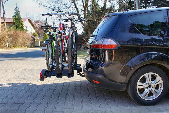 Bagażniki na 4 rowery montowane na hak