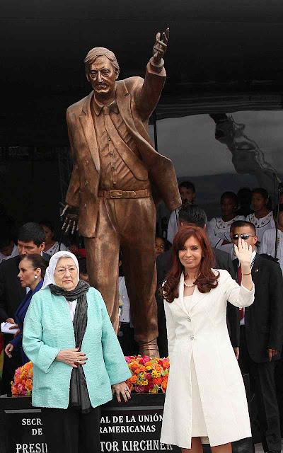 Os 600 quilos de bronze da estátua de Nestor Kirchner acabaram numa adega.