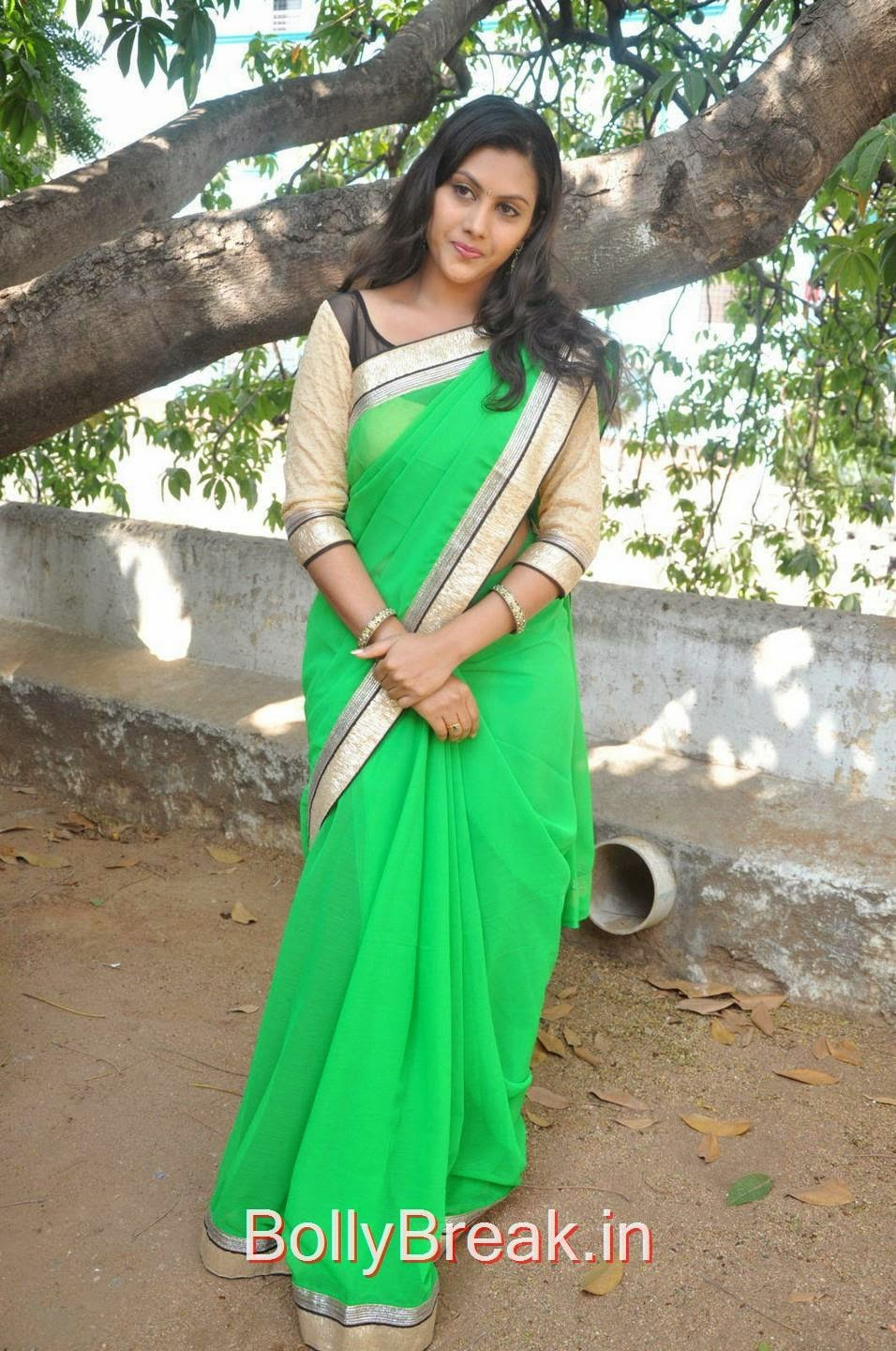 Priyanka Pics in Parrot Green Saree, Hot Pics Of Priyanka In Green Saree from SS Art Productions Production No 1 Movie