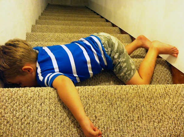15+ Hilarious Pics That Prove Kids Can Sleep Anywhere - Napping On The Stairs