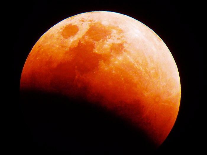 """""""Super Lua de sangue"""" iluminará o céu na noite do próximo domingo!"""