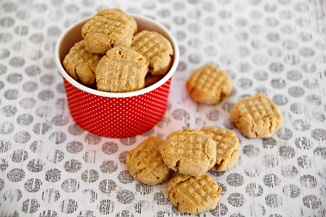 Homemade peanut butter cookie dog treats on a polka dotted table