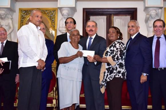 Presidente Medina entrega más de 211 millones pesos organizaciones rurales y agrícolas-VIDEO