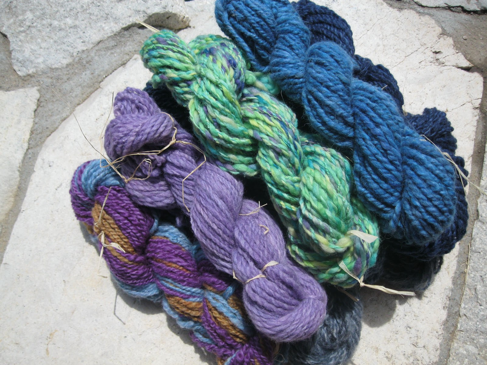 Rug Hooking With Yarn Rugs Ideas