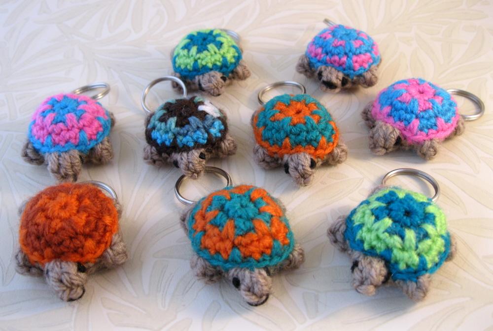 Crochet turtle keychain- amigurumi, turtle keychain, cute keychain ... | 673x1000