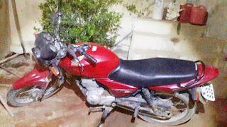 Polícia recupera moto com queixa de roubo/furto, usada em assalto a uma farmácia em Pedra Lavrada