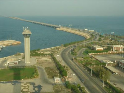 One-stop crossing on King Fahd Causeway to start on Monday ... |King Fahd Causeway Curvature