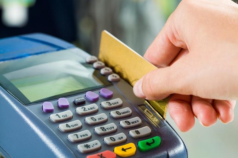 Indicador de varejo Mastercard: em fevereiro, vendas totais caem 2,3% enquanto o e-commerce tem crescimento recorde de 26,7%