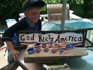 Painted shells and rock crafts are patriotic for usa