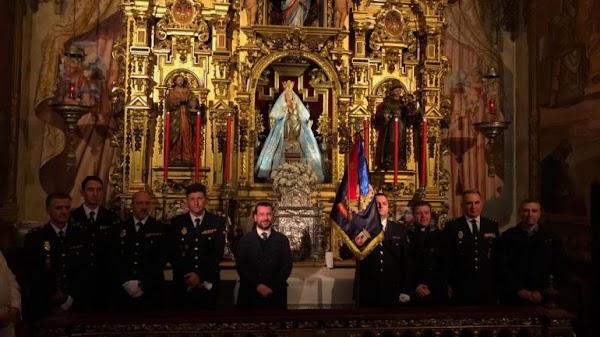 La Policía Nacional recibe el reconocimiento de la Hermandad de Valme
