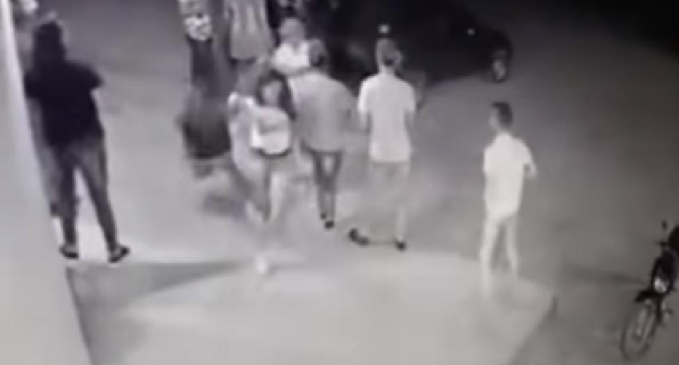 VIDEO: Sujetos armados ejecutan a balasos a una joven que celebraba su cumpleaños.