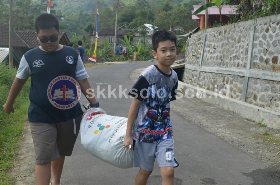 SMP Kristen Kalam Kudus Surakarta Ajarkan Kepedulian Lewat Live In 2017