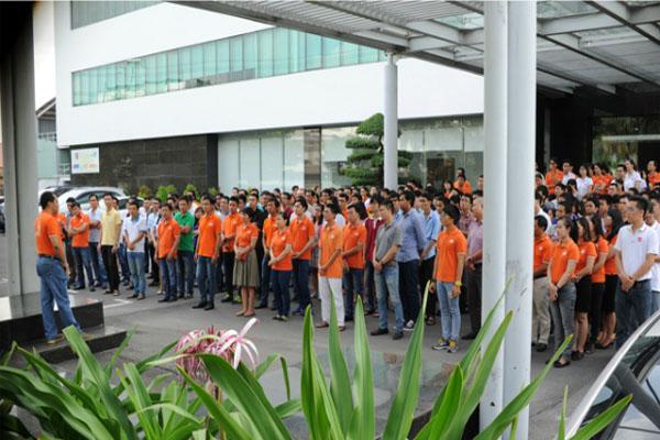 Cán bộ CNV FPT Tân Thuận Chào Cờ Tăng Gấp Đôi