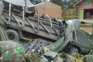 Truk TNI Terbalik di Aceh