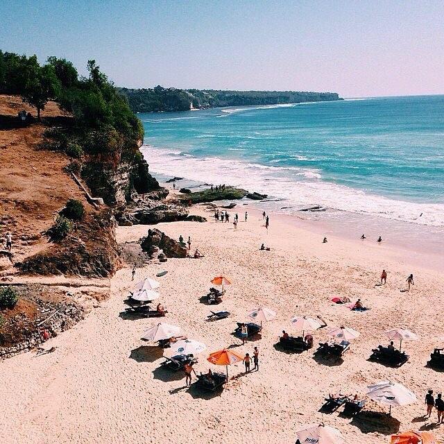 foto pemandangan di pantai dreamland bali