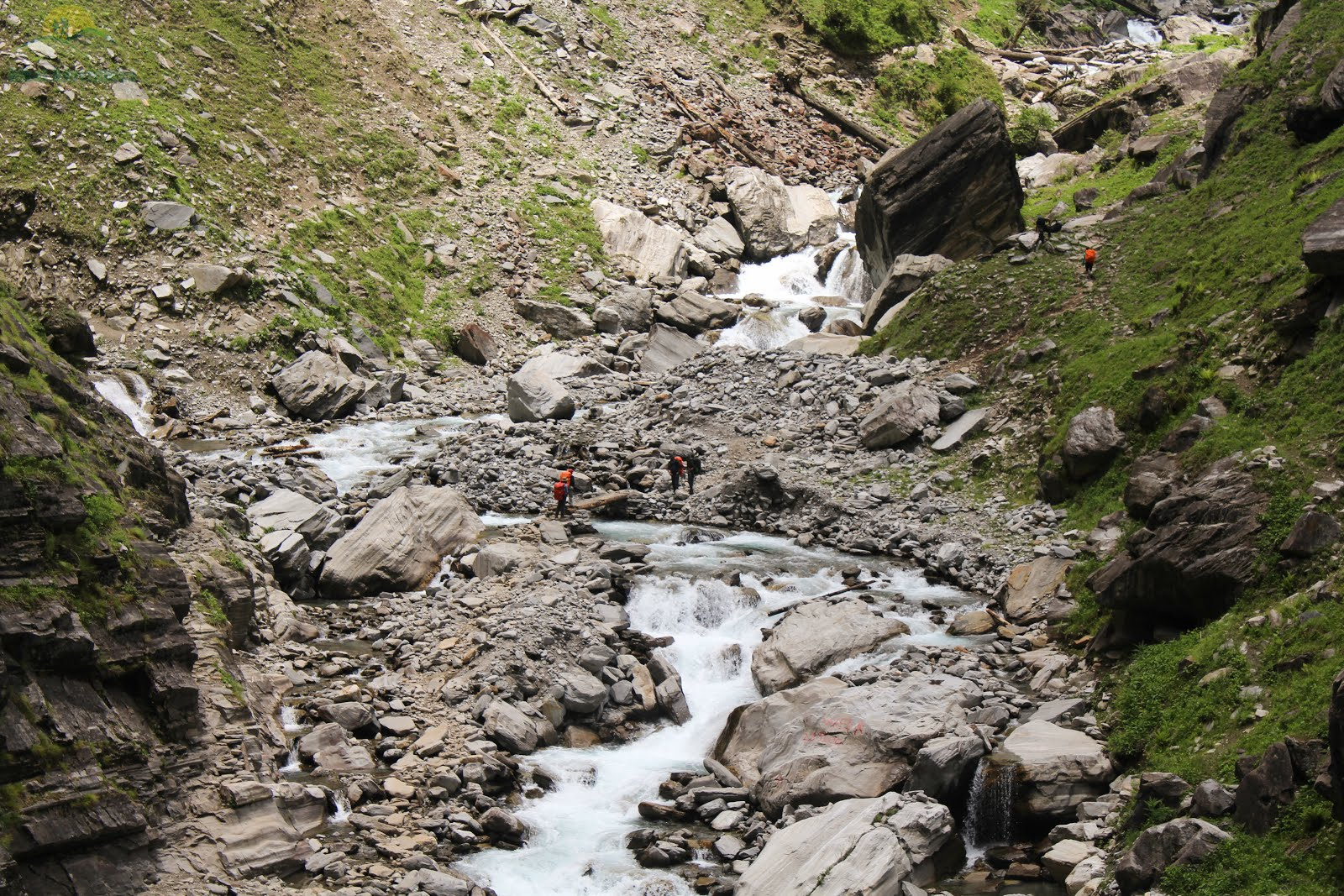 Rupin River, the main path of the Rupin Pass Trek