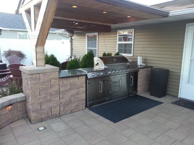 The allan block blog how to spice up your bbq grilling space - Coleman small spaces bbq decoration ...