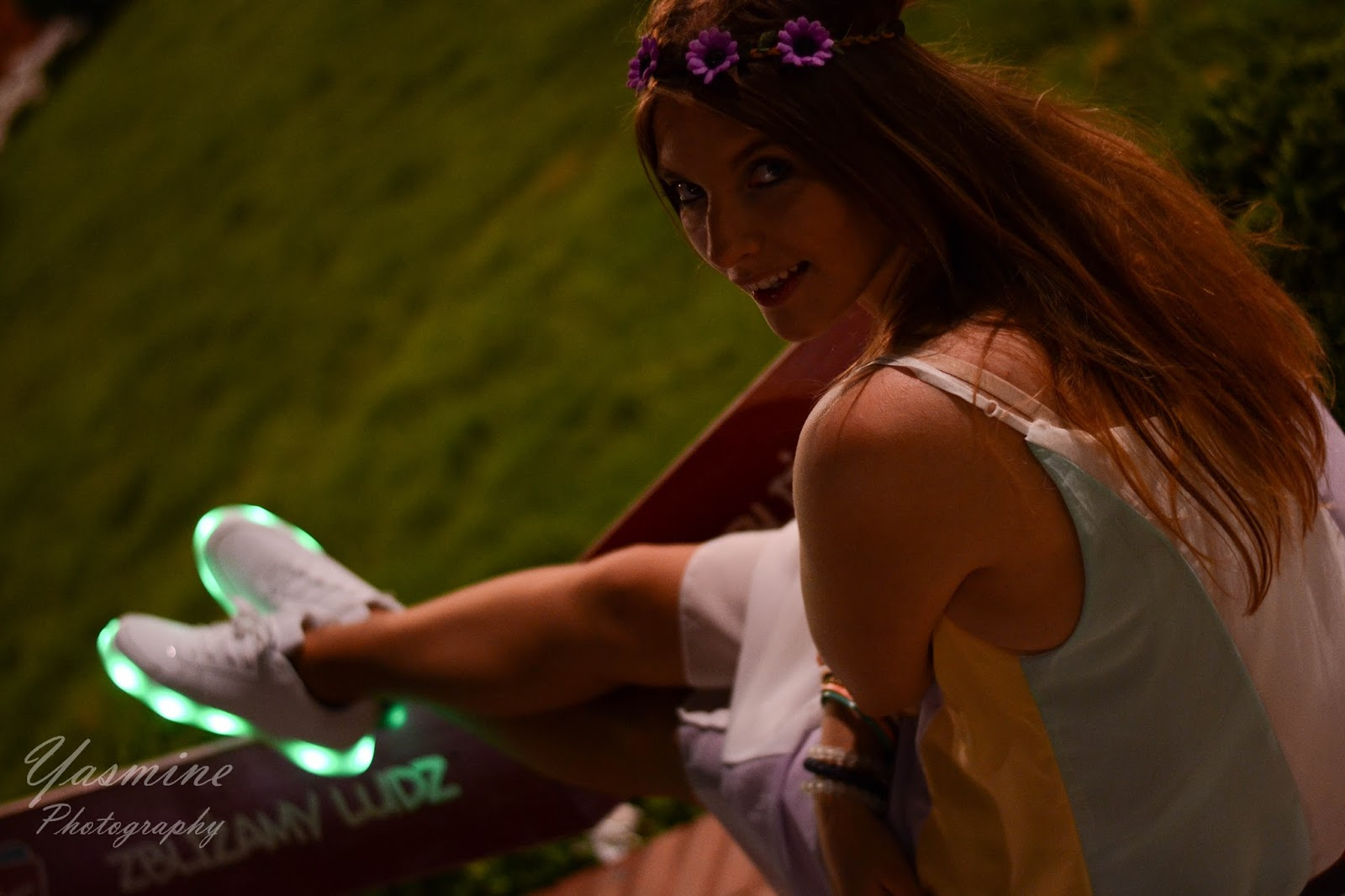stylizacje festiwalowe ze smeakersami sneakersy disco light renee recenzja melodylaniella lookbook fashion melody