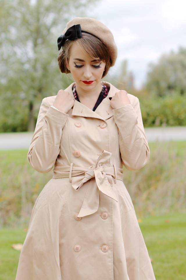 Collectif Korrina trench coat in beige