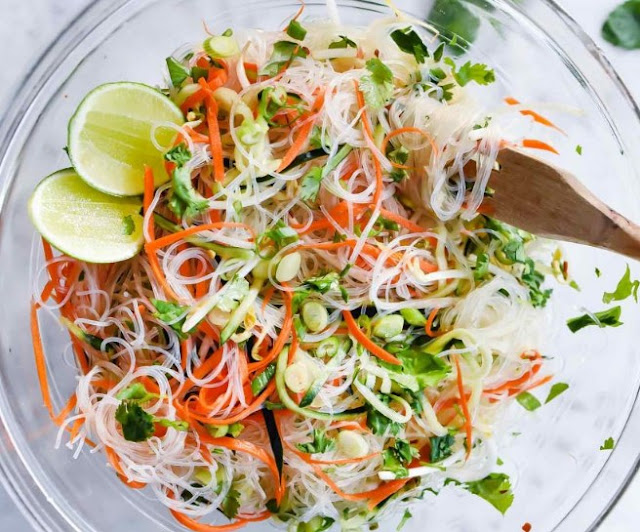Fresh And Easy Vietnamese Noodle Salad #vegan #salad